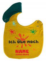 größenverstellbares Baby Lätzchen mit Druck Ich übe noch und Namen des Babys