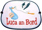 Sonnenblende Motiv Storch mit Jungen und dem Namen des Kindes